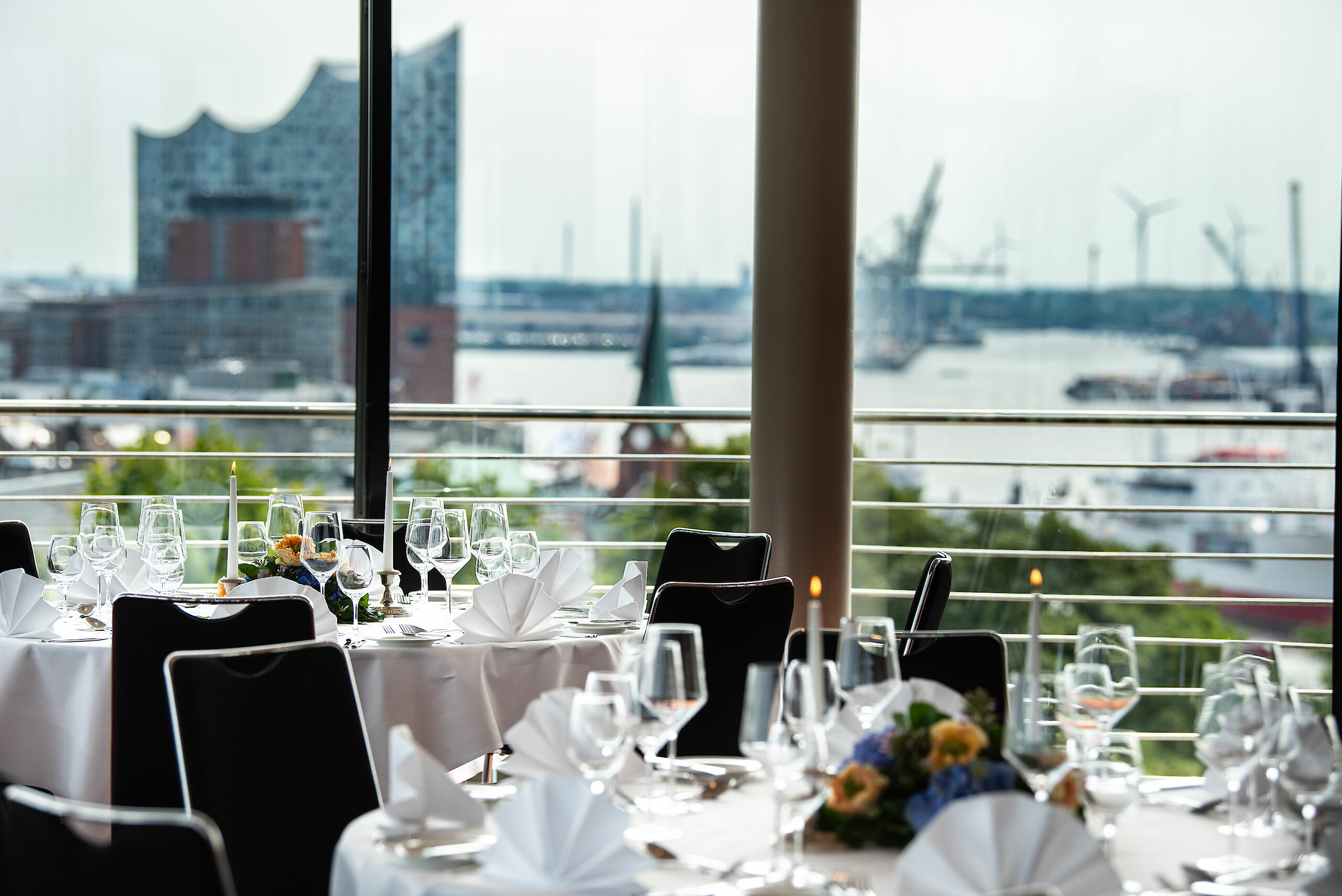 A festively decorated table for a special occasion with a view of the Elbphilharmonie