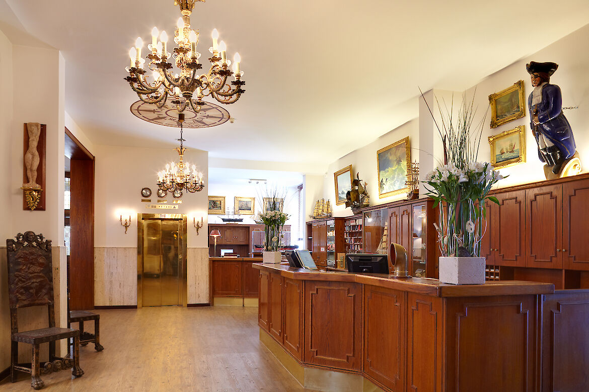The maritime furnished reception of the Hotel Hafen Hamburg